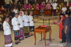 Gubernur ajak DPRD bersinergi selesaikan permasalahan Bali