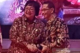 Berhasil membina Kampung Iklim Bupati HSS raih penghargaan Kementerian LHK