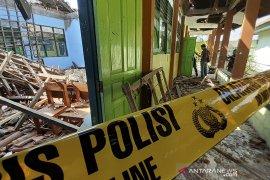 Atap Sekolah Ambruk Di Cirebon