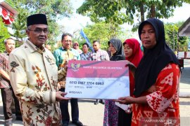 Bupati serahkan BPNT kepada 15.386 warga