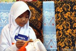 Jokowi ajak masyarakat jadikan batik jadi duta budaya Indonesia