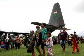 TNI AU kerahkan empat Hercules untuk evakuasi korban kerusuhan Wamena, Papua