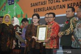 Kota Malang raih penghargaan Sanitasi Total Berbasis Masyarakat dari Menkes
