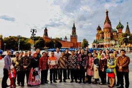 Hari Batik Nasional di Lapangan Merah Moskow