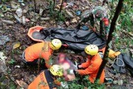 Mobil angkutan barang masuk jurang, satu orang tewas