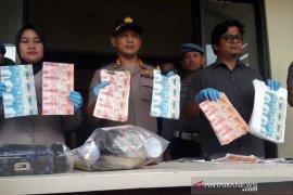 Puluhan juta rupiah uang palsu disita polisi, tiga pelaku diamankan