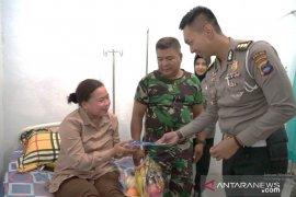 Ditlantas besuk keluarga TNI yang sakit songsong HUT TNI