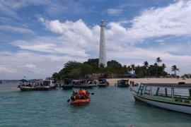 Wisatawan China dan Korea ramai berkunjung ke Belitung menikmati keindahan alam