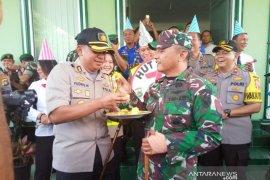 Kodim 0414 Belitung dapat kejutan dari Polres Belitung di HUT TNI Ke-74