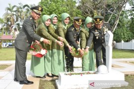 Jajaran Korem ziarah ke taman makam Pahlawan Samarinda