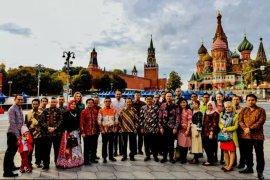 Semarak Hari Batik Nasional di Lapangan Merah Moskow