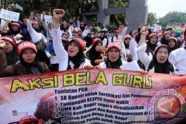 Dewan diminta perjuangkan gaji guru honorer di Bengkayang