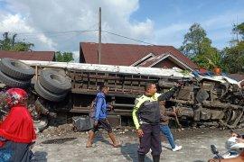 Satu orang tewas dalam kecelakaan beruntun libatkan delapan kendaraan