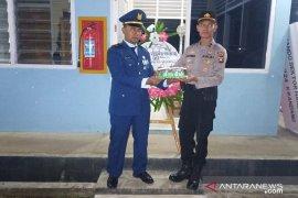Kapolsek Kwandang beri kejutan kue Ultah ke anggota TNI AU