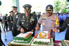 Kapolres Samarinda beri kejutan Korem setelah upacara HUT TNI
