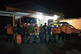 13 pendaki Gunung Raung yang terjebak kebakaran turun dengan selamat