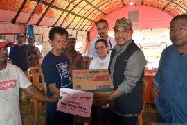 Nono Sampono bantu korban gempa di Maluku