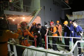 Tim SAR evakuasi anak buah kapal kargo berbendara Panama