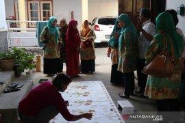 Pemkab Belitung Timur dorong perajin kembangkan batik tulis khas daerah