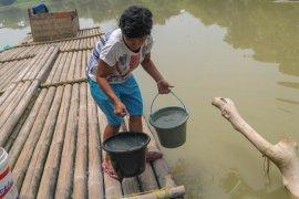 Keterbatasan tanki, BPBD Lebak distribusikan air bersih bergiliran