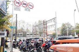 Truk tanah hanya boleh melintas di Bekasi pada  pukul 21.00-05.00 WIB