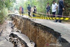 DPRD Balangan berharap amblasan tanah segera ditangani