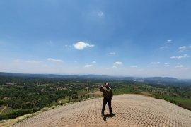 Bukit Santiong diproyeksikan jadi objek wisata pencinta paralayang