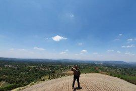 Bukit Santiong siap dijadikan objek wisata pencinta paralayang