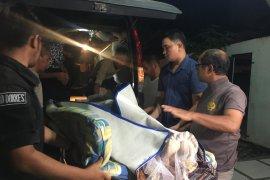 Sempat dibawa pulang, jenazah Golfrid dibawa ke RS Bhayangkara untuk autopsi