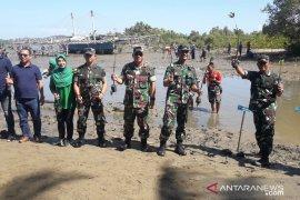 Peringati HUT ke-74, prajurit TNI tanam mangrove di Gorontalo Utara