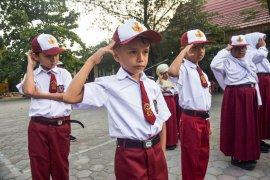 Anak pencari suaka wajib ikut upacara bendera Indonesia