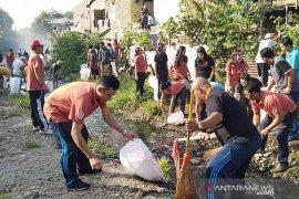 Warga Buleleng bersihkan sungai antisipasi musim hujan