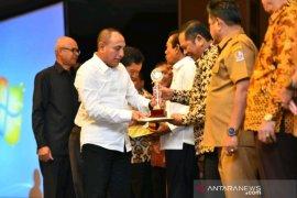Pemkot Padangsidimpuam raih penghargaan TPID Berprestasi