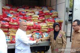 Secara simbolis, Kemendag serahkan bantuan untuk korban gempa Maluku