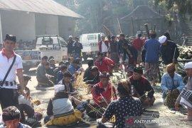 "Jelang Karya Nyatur Bwana, ratusan ASN Bangli ""Ngayah"" di Pura Pucak Penulisan"
