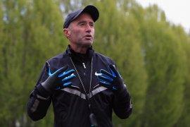 Bos atletik Inggris  Neil Black mundur pasca-skandal doping Salazar