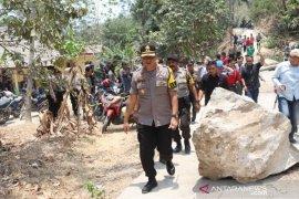Batu besar timpa rumah warga, Polres Purwakarta siap proses hukum jika akibat kelalaian