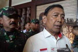 Wiranto ditusuk orang tidak dikenal