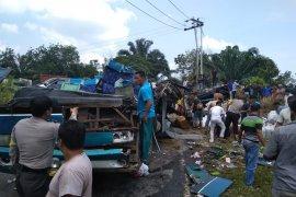 Kecelakaan maut tewaskan enam penumpang bus
