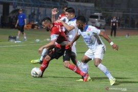 Karena tidak izinkan Persib bermain di Bandung, polisi minta maaf