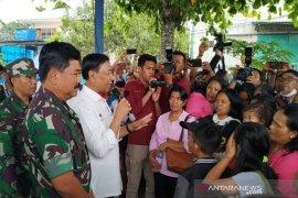 Menkopolhukam lepas 107 pengungsi dari Wamena pulang ke Makassar