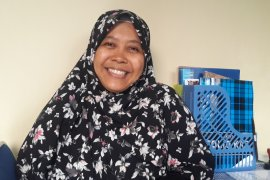 Evi Lukhi Kustanti  Eksis berikan terapi gratis bagi ABK dhuafa