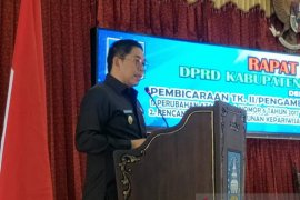 Eksekutif dan Legislatif sahkan dua Raperda jadi Perda