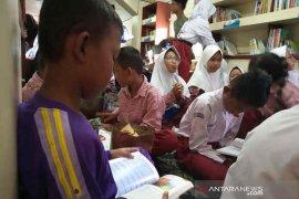 """Tingkatkan literasi di Indramayu, KAI hadirkan """"Rail Library"""""""