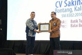 Batik Kuntul Perak Binaan Pupuk Kaltim Terima Sertifikat SPPT-SNI