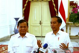 Dahnil sebut Prabowo Subianto diundang Surya Paloh untuk silaturahim