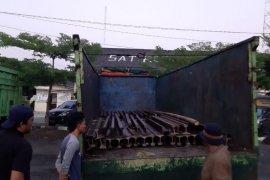 Pencuri 30 ton besi rel kereta api diamankan Polisi Waykanan