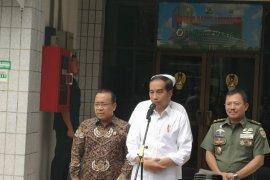 Presiden Jokowi tetap berani swafoto dengan masyarakat