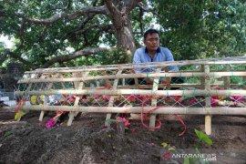 Korban jembatan runtuh asal Cirebon dimakamkan