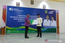 Peluncuran progam jaminan sosial bagi pekerja BPU Padang Panjang